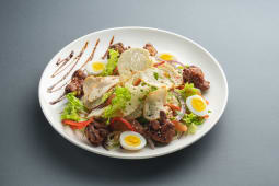 Теплий салат з курячою печінкою та гірчичним соусом (250г)