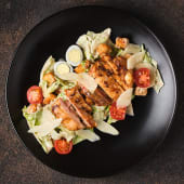 Салат в стилі Цезар з запеченим курчам (250г)