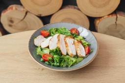 Теплий салат с куркою BBQ (250г)