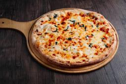 """პიცა """"ოთხი ყველით"""" საჩუქრად 1.5ლ კოკა-კოლა"""