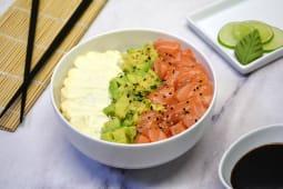 Chirashi Salad con salmón, palta y phila