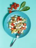 Салат з помідорами чері і моцарелою (200г)