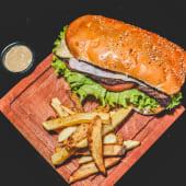 Sándwich Peaky especial con papas fritas