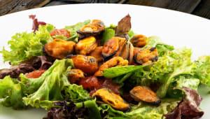 Салат з мідіями в медово-імбирному соусі (220г)