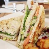 Club Sándwich  de salmón y aguacate