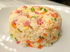 22. Arroz al wok tres delicias