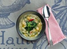 Zuppa di ceci bio di colfiorito con cavolo nero
