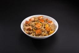 Смажений рис з лососем (300г)