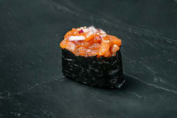 Gunkan de tartar de salmón
