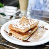 Waffle de Manzana con Crema y Canela