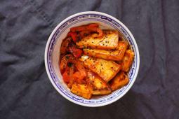 Тофу у кисло-солодкому соусі з солодким перцем (300г)