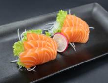 102. Sashimi salmone