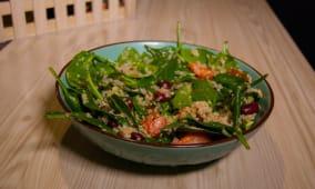 Proteinska kinoa salata