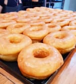 Docena de donuts glaseadas