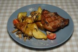 Свиняча корейка з запеченою картоплею (350г)