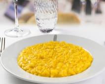 Risotto mantecato alla milanese (riso, zafferano, parmigiano)