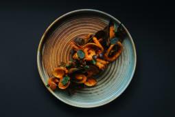 Tagliolini nero di sepia cu fructe de mare