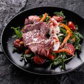 Салат теплий з телятиною
