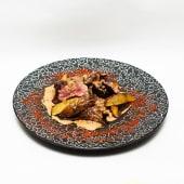 Стейк міньйон з хрусткою картоплею та грибним соусом