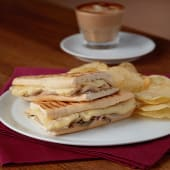 Triple Cheese Baguette باجيت 3 أنواع جبنة
