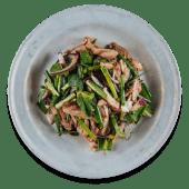 Салат з куркою на грилі, рисовою пудрою, м'ятою, кінзою (200г)