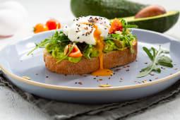 Авокадо-тост з яйцем (180г)
