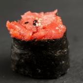 Gunkan atún (2 piezas)