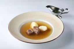 Крепкий бульон из телятины с картофелем