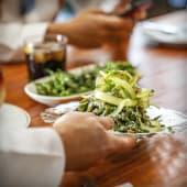 Ensalada de judías verdes, parmesano y piñones