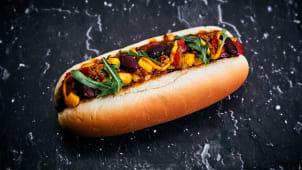 Chili con carne hot dog