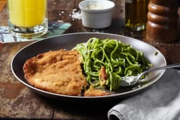 Spaghetti verde con Milanesa