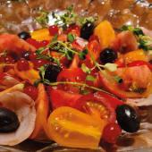 """Ensalada de tomate y cebolla """"al cop de puny"""""""