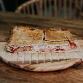 Empanada de Pimiento, Queso de Cabra y Cebolla (500 g.)