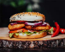 Chicken Burger z Sosem Słodkie Chilli