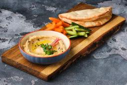 Хумус з пітою і овочами (260г)