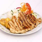 Filete de pollo a la plancha con ensalada
