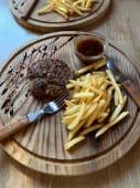 Соковитий біфштекс з телятини та картоплею (200г)