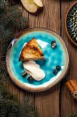 Шарлотка з кокосовим згущеним молоком і кулькою морозива (150/50г)