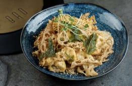 Цвітна капуста Вок з чіпсами лотоса та кеш'ю у вершковому соусі (340г)