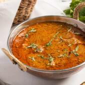 Curry de cordero (kashmiri rogan gosht)