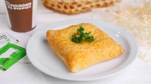 Пиріжок з бринзою та шпинатом (1шт)