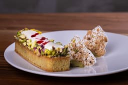 Tart pistać, višnja, bela čokolada