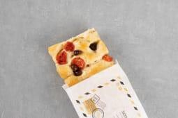 Mezza teglia di Focaccia con pomodorini e olive Taggiasche
