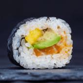 Uramaki spicy mayo (4 piezas)