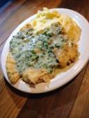 Filet de merluza al verdeo con puré rústico