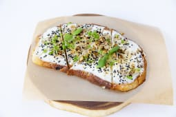 გახუხული პური კრემ-ყველით