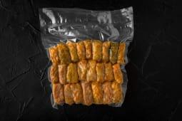 Gospodina sarmale congelate cu carne în foi de varză murată
