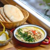 Hummus con Piñones y Almendras