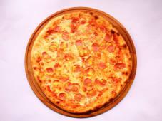 Пицца с сосисками и горчицей