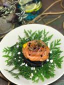 Профітроль з лососем та тар-таром з томатів і малини (145г)